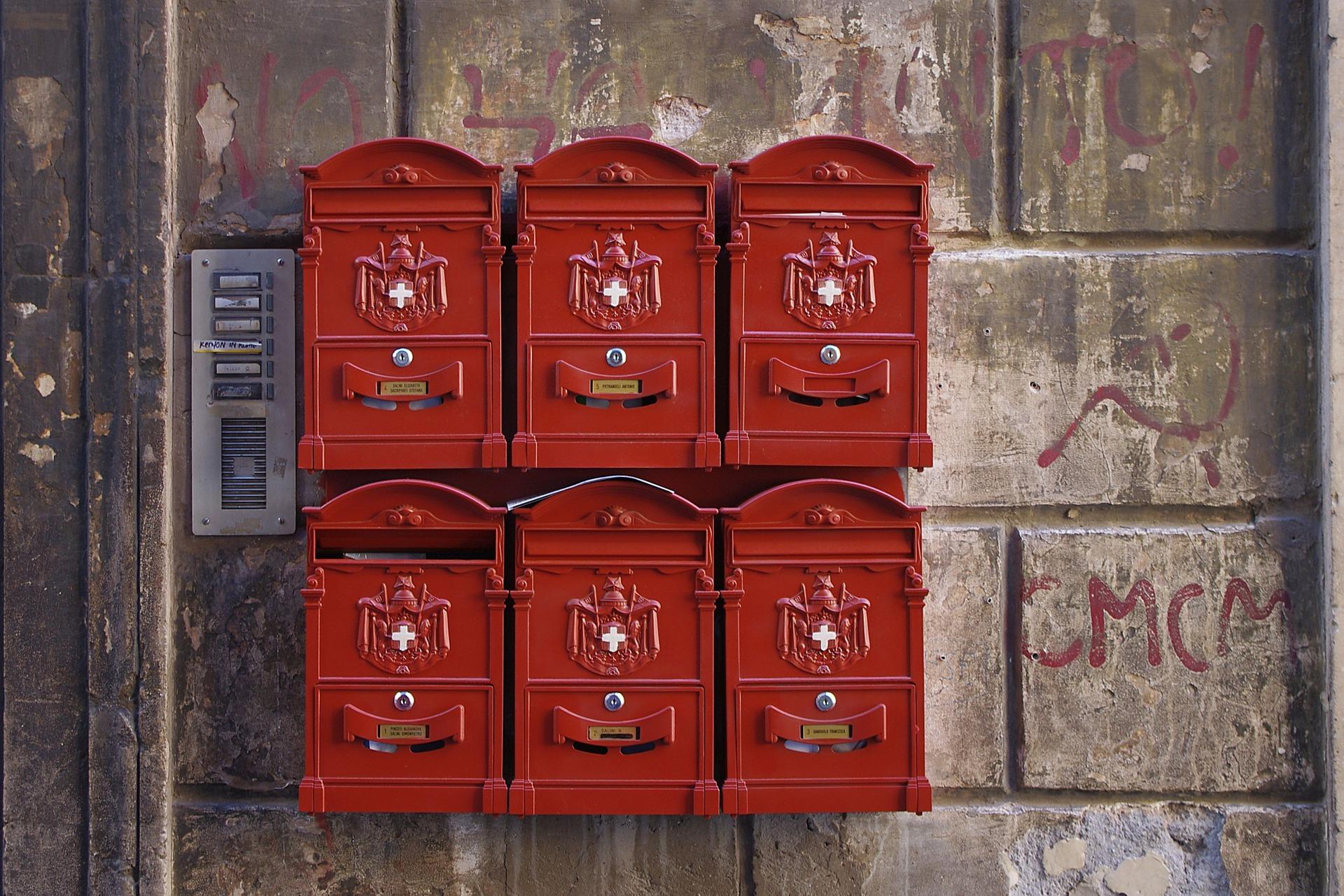 Mailbox by Blitzmaeker (source: Pixabay)