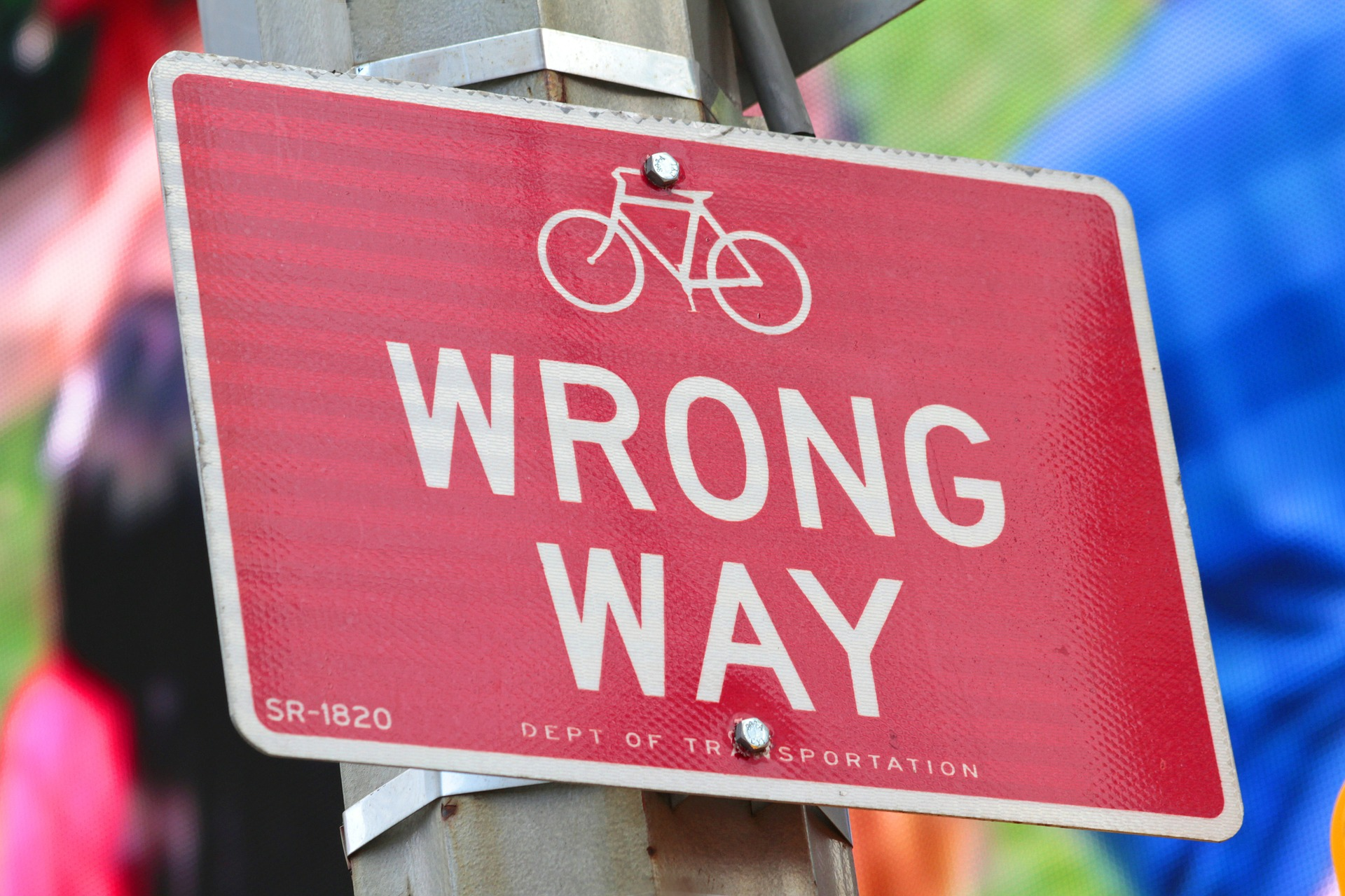 Wrong Way Sign (by alehidalgo /piaxabay)