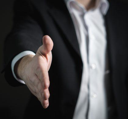 Handshake by Tero Vesalainen (source: Piaxabay)